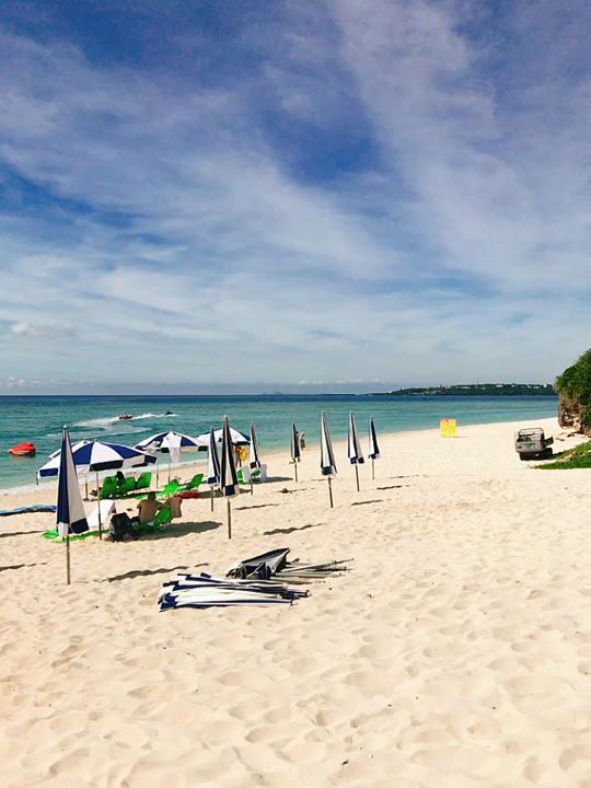 真っ白な砂浜!