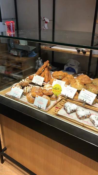 パンもたくさん売ってます🥐