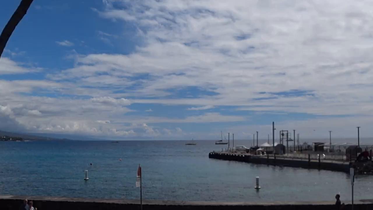 レストランから海を眺める