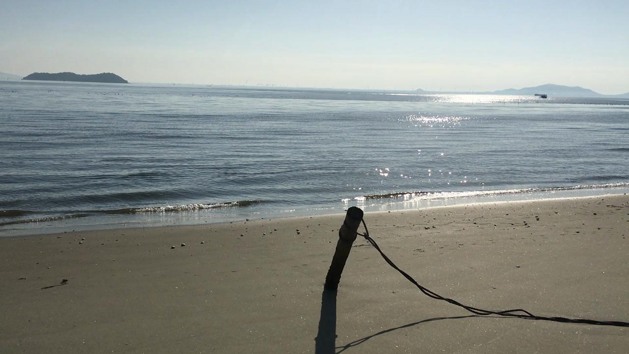 静かな落ち着けるビーチです。
