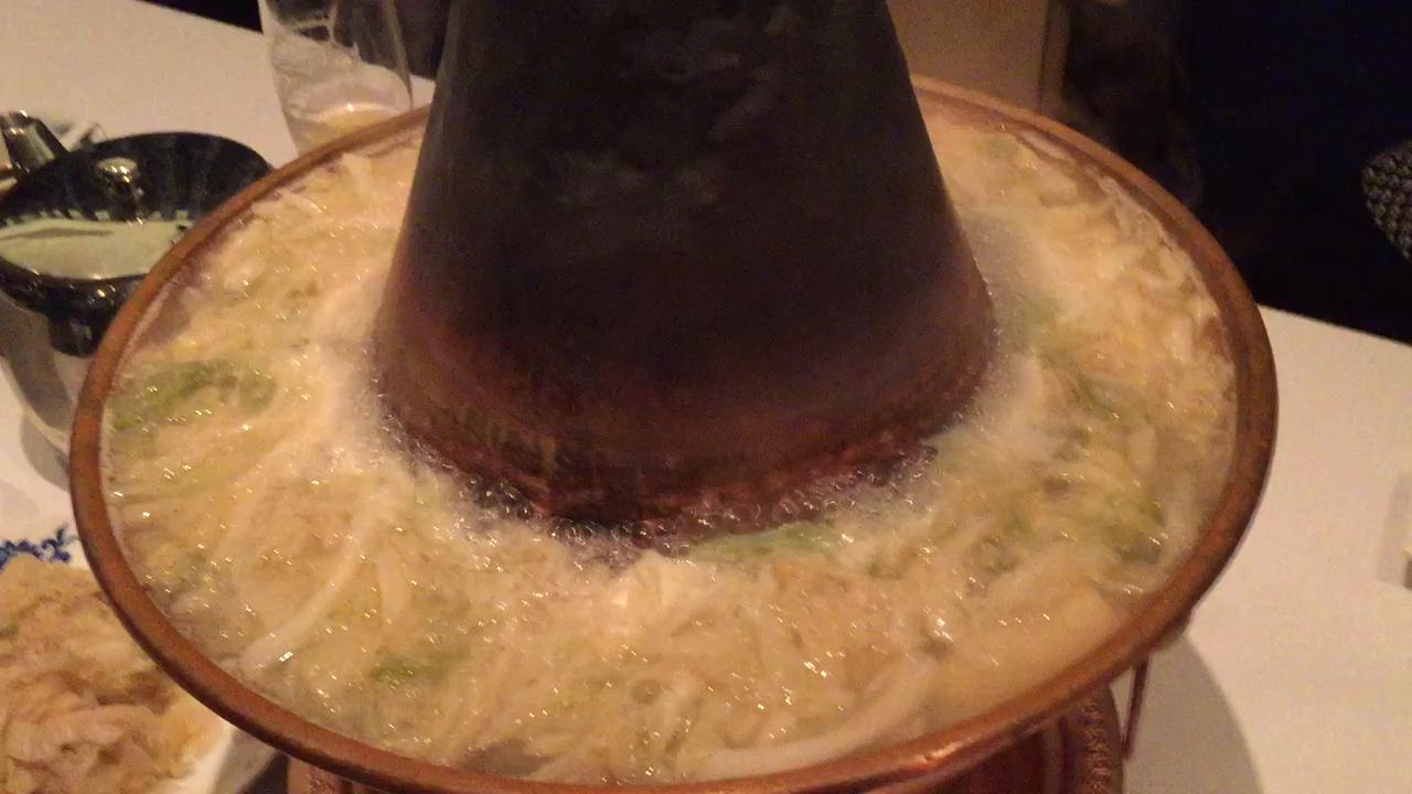 【酸菜火鍋】華都飯店